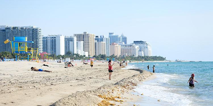 Abren playas de Miami después de tres meses cerradas por el coronavirus