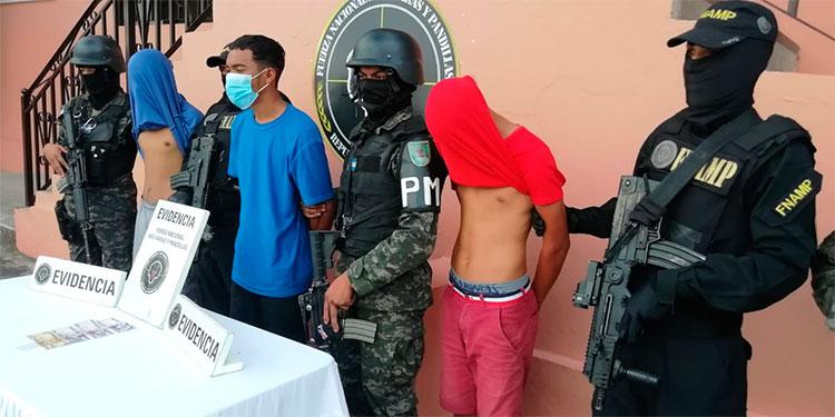 Capturan a tres miembros de la mara 18 por cobro de extorsión en Amarateca