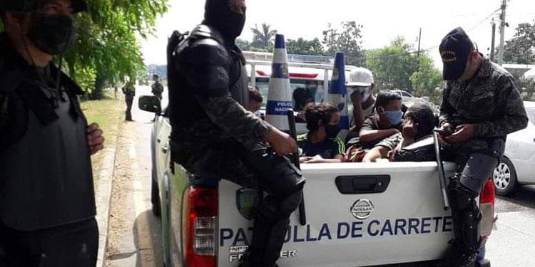 Retenes policiales debilitaron caravana de migrantes
