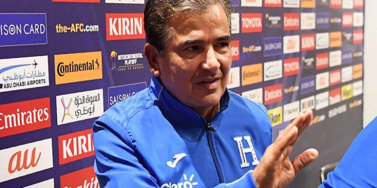 Jorge Luis Pinto sería nuevo entrenador de Emiratos Árabes