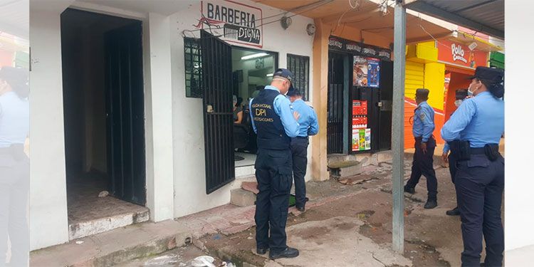 Policía supervisa negocios que no acatan cierre temporal en la colonia Kennedy
