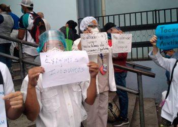 Personal de salud protesta en exigencia a equipo de bioprotección (Video)