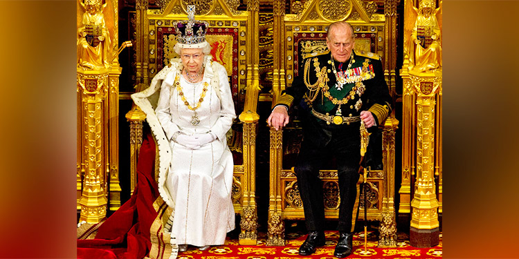 Aún junto a la reina el príncipe Felipe celebra sus 99 años
