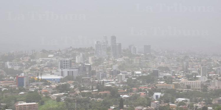 Así se ve la nube de polvo del Sahara 'Godzilla' en la capital