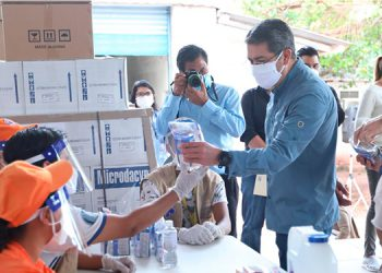 Presidente Hernández supervisa distribución de insumos a hospitales