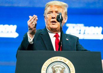 Trump consigue un público más entusiasta en Arizona