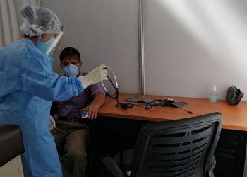 La presidenta del CMH, Suyapa Figueroa, considera que el sistema sanitario necesita un respiro ante el alza de casos de COVID-19.