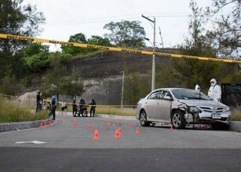 Los hombres armados, a bordo de motocicletas, dispararon desde los laterales del automotor para perpetrar el crimen.