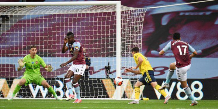 Arsenal se aleja de Europa y Aston Villa se aferra a la permanencia