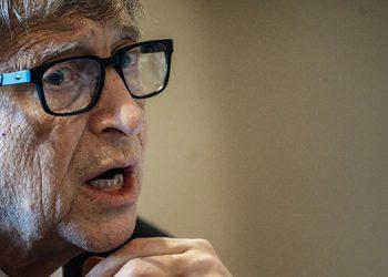 Bill Gates critica las teorías conspirativas que lo acusan de la pandemia