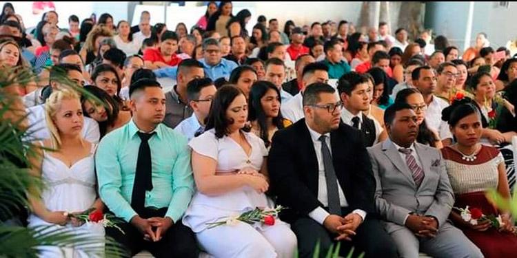 """""""Tortolitos"""" no podrán casarse en agosto al quedar suspendidas todas las bodas gratis"""