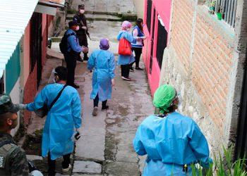 El Presidente Juan Orlando Hernández demandó que a los miembros de las brigadas médicas se les garantice bioseguridad, estabilidad y remuneraciones justas.