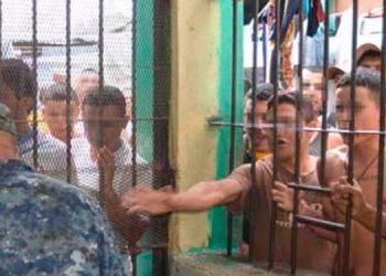 Según defensor de DDHH: Contagiados con virus estarían 1000 reclusos