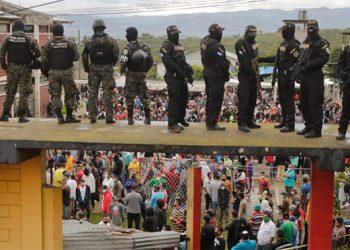 Armas granadas y drogas hallan a reos en tres módulos