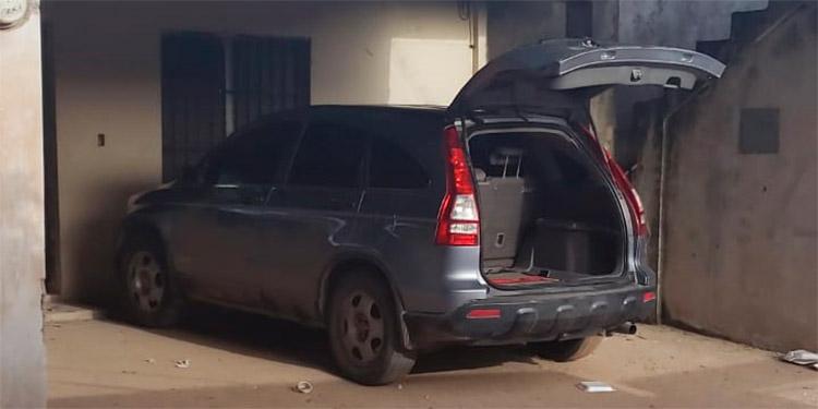 En guarida de pandilleros recuperan auto robado
