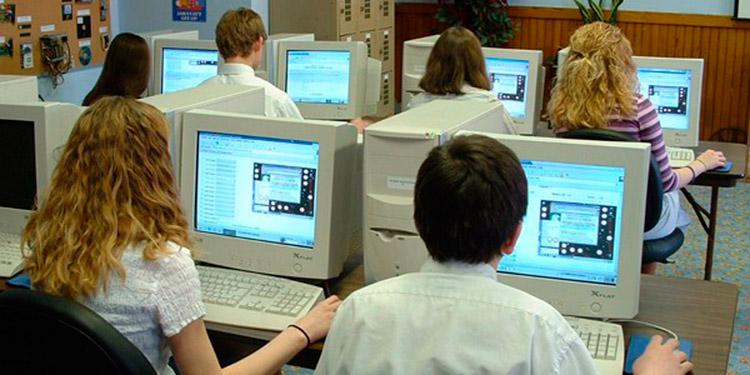 Para los sitios donde el alumnado no tiene acceso a la internet, la Secretaría de Educación impulsará el bono digital.