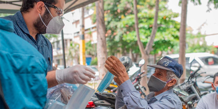Donan material de bioseguridad al Centro de Diálisis de Honduras