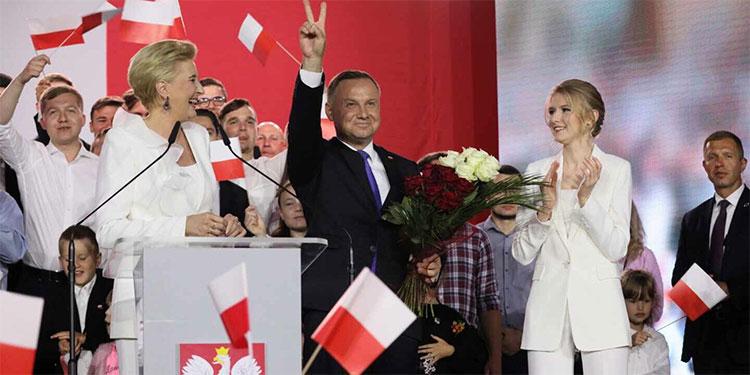 Conservador Duda adelante pero por menos de 1%, según sondeo — Polonia