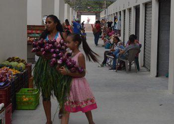 Esto era el comercio informal en la terminal.