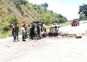 Garífunas toman carretera exigiendo se esclarezca rapto de dirigentes