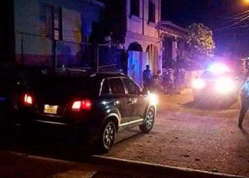 """Remigio Alvarado pretendió huir de sus victimarios, pero fue ultimado a disparos en esta calleja del barrio """"El Farolito"""", de la ciudad de Santa Bárbara."""