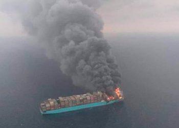 Circulan noticias falsas sobre barco en llamas en pleno océano (Video)