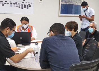 Personal de la Administración Aduanera de Honduras inició el cotejamiento de las facturas originales y demás documentos oficiales entregados por Invest-H.