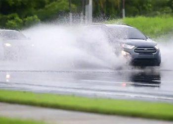 Bahamas y Florida se preparan para recibir al huracán Isaías
