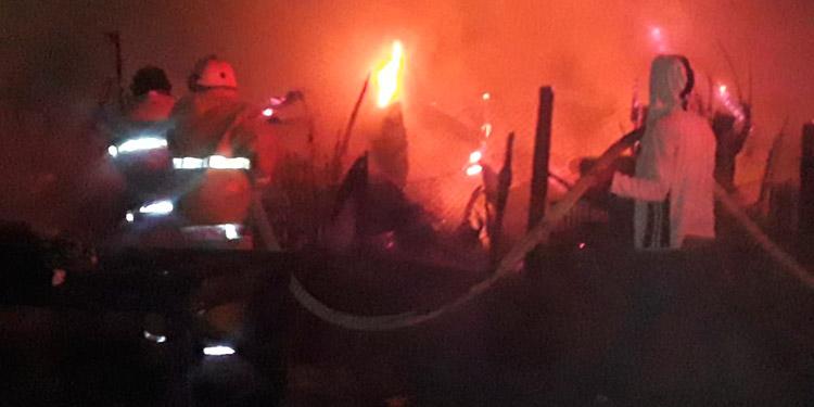 Incendio reduce a cenizas un taller y casa en Danlí