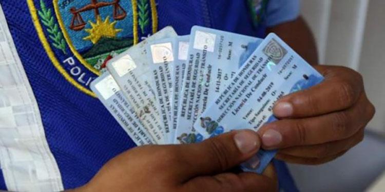 Durante el fin de semana se decomisaron 1,000 licencias de conducir en Tegucigalpa.