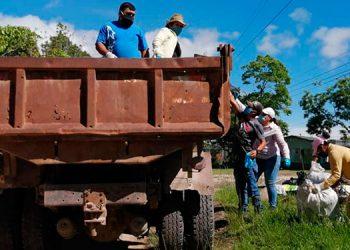 Amplios operativos de limpieza se realizan en varios sectores de Siguatepeque con el fin de destruir los criaderos de zancudos.