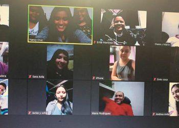 Jóvenes de la iglesia Fuente de Vida en comunión virtual.