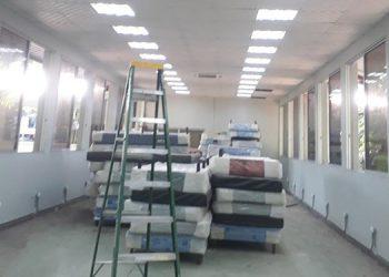 Otro salón en los predios de la Escuela de Enfermería estará listo esta semana para atender a sospechosos del COVID-19.