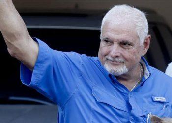 Fiscalía prohíbe salir de Panamá a expresidente Martinelli