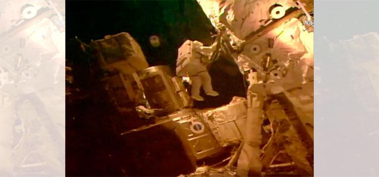 Astronautas realizan última caminata antes de partida