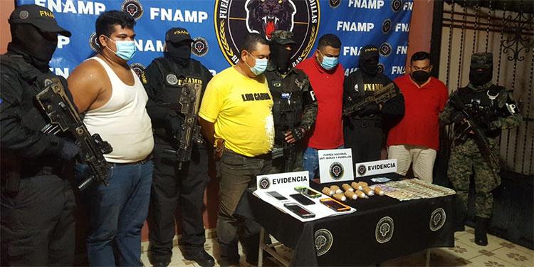 Se informó que a los detenidos también les congelaron varias cuentas bancarias en diferentes ciudades del país, además de confiscarles bienes inmuebles.