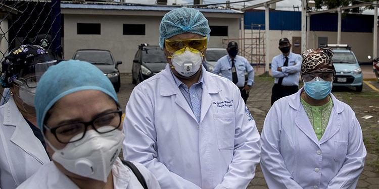 El Salvador ofrece trabajo a galenos despedidos nicaragüenses