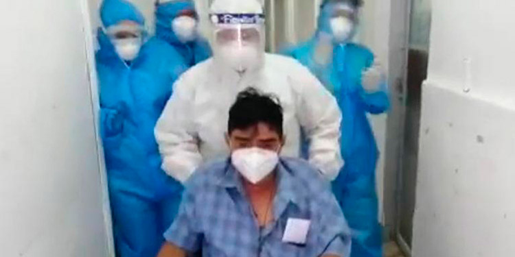 Uno de los recuperados recientemente es el doctor Gregorio Laínez, quien dio gracias a Dios por sobrevivir a la pandemia.