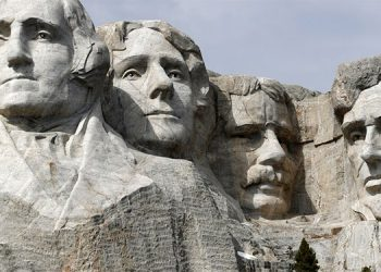 George Washington, Thomas Tefferson, Theodoro Roosevelt, Abraham Lincoln.