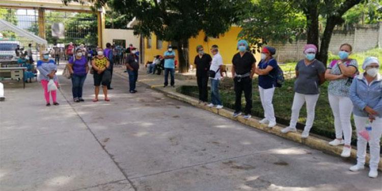 Empleados del Hospital Psiquiátrico Santa Rosita suspendieron la consulta externa por falta de pago en sus horas extras.