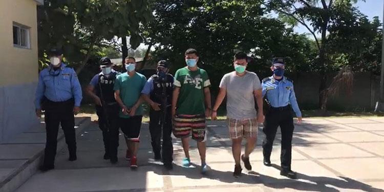 Los tres imputados fueron detenidos en poder de varios objetos robados a un testigo protegido y puestos a la orden de la Fiscalía.