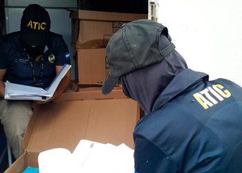 Los agentes de la ATIC y la Fetccop encontraron las cajas con documentos que buscaban en una bodega de la residencia.