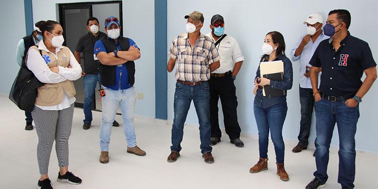 Las autoridades de Salud y municipales constataron el estado del inmueble próximo a ser entregado por la compañía constructora.