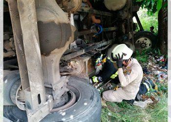 Un muerto en accidente de camión en carretera a oriente