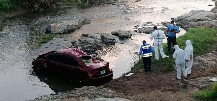 Dos muertos tras caer vehículo en el río Choluteca