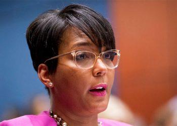 Alcaldesa de Atlanta acusa a Trump de desdeñar la ciencia