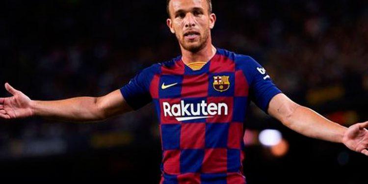 Arthur sigue en Brasil y quiere rescindir su contrato; el Barça se niega