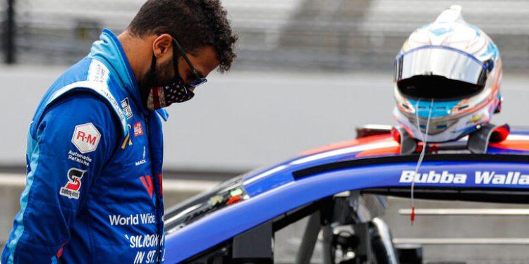 Trump pide que piloto negro de NASCAR se disculpe por incidente