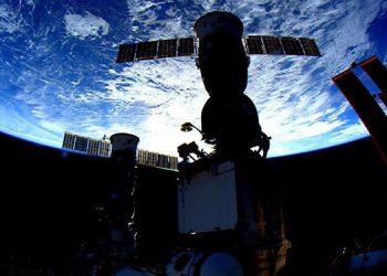 La EEI hace maniobra no planificada para evitar impacto con basura espacial