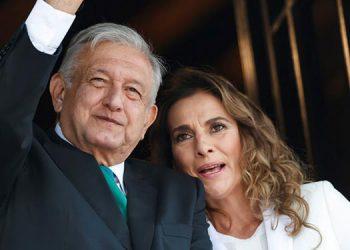 """""""No soy médico"""", responde esposa de López Obrador a papás de niños con cáncer"""